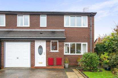 2 Bedrooms Flat for sale in Delamere Road, Woodsmoor, Stockport, Cheshire