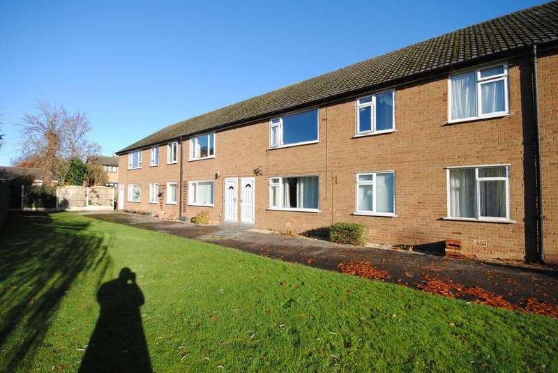 2 Bedrooms Flat for sale in Church Gardens, Warton