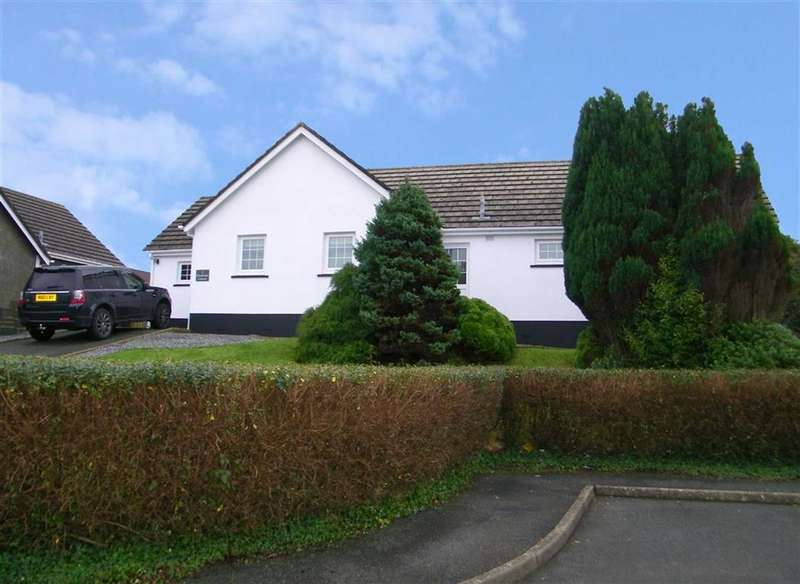 3 Bedrooms Property for sale in Silverstream Crescent, Hakin, Milford Haven