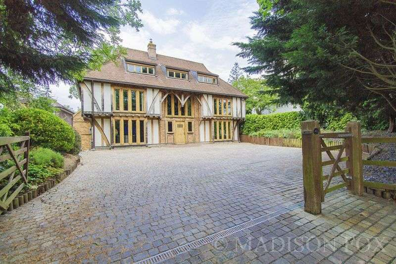 5 Bedrooms Detached House for sale in Traps Hill, Loughton, IG10