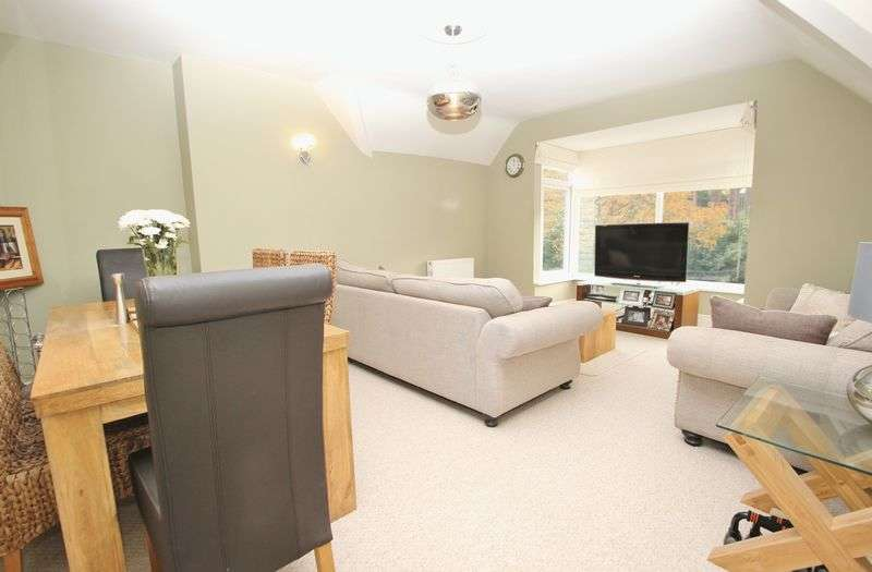 2 Bedrooms Flat for sale in Queens Park Avenue, Bournemouth