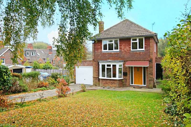 3 Bedrooms Detached House for sale in Salisbury Road, Godstone