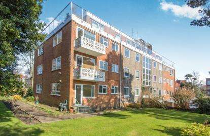 2 Bedrooms Flat for sale in 31 St. Johns Road, Bournemouth, Dorset