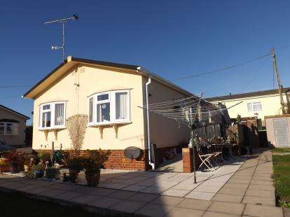 2 Bedrooms Bungalow for sale in Althorne, Chelmsford, Essex