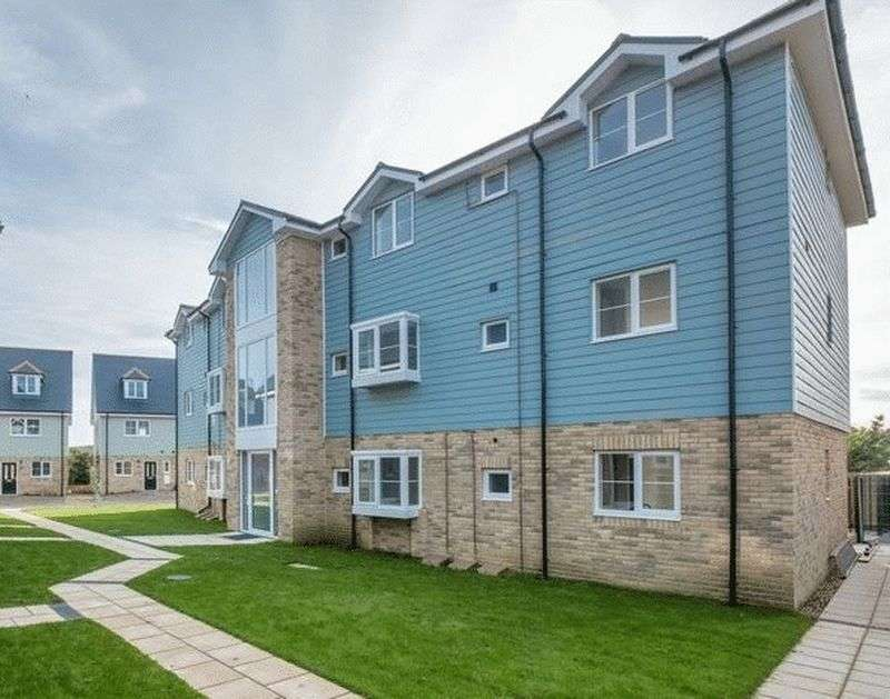 2 Bedrooms Flat for sale in Tayberry Close, Newport