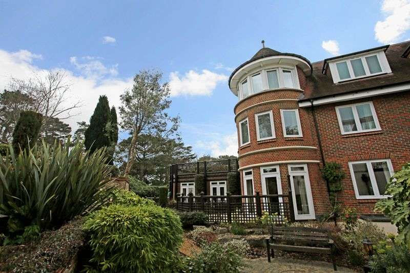 2 Bedrooms Flat for sale in Sandbourne Court, 54-56 Overcliff Drive, Bournemouth