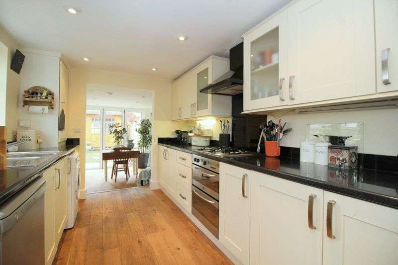 3 Bedrooms Terraced House for sale in Warren Road, Reigate