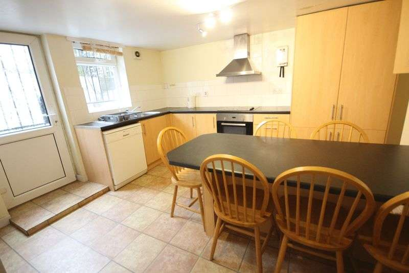 6 Bedrooms Terraced House for rent in Langdale Terrace, Leeds