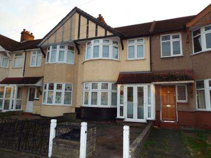 3 Bedrooms Terraced House for sale in Clayhall, Essex