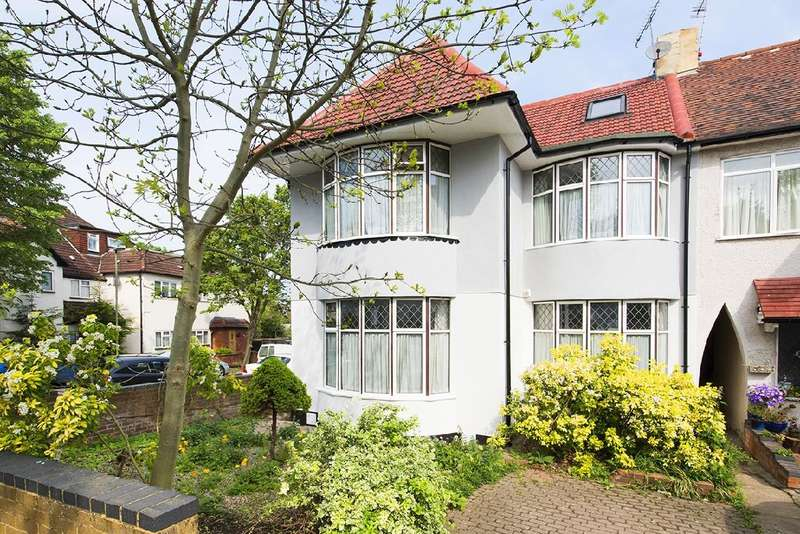 2 Bedrooms Flat for sale in Ashbourne Avenue, NW11