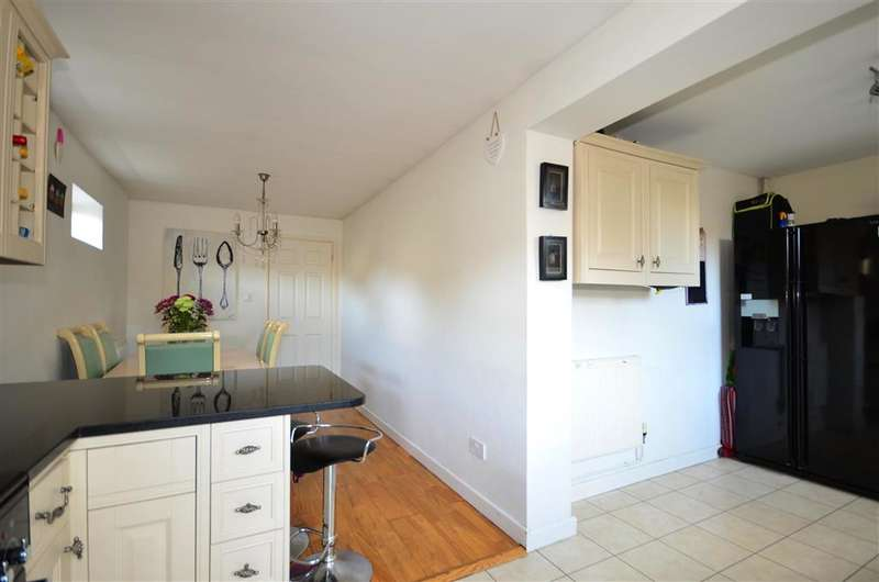 3 Bedrooms End Of Terrace House for sale in Granary Way, Horsham, West Sussex