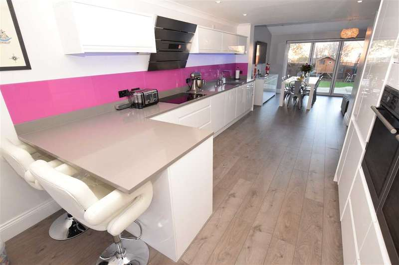 4 Bedrooms House for sale in Goodwin Close, Chelmsford