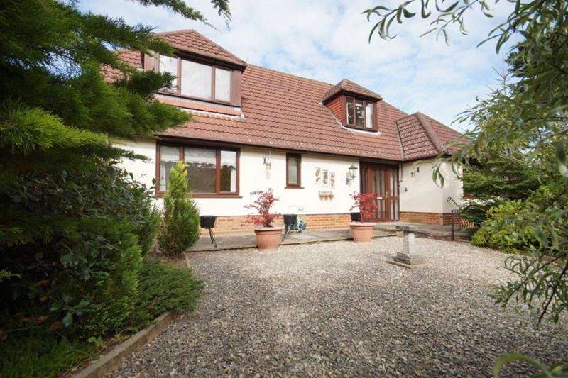 4 Bedrooms Chalet House for sale in Luscombe Road, Lower Parkstone, Poole