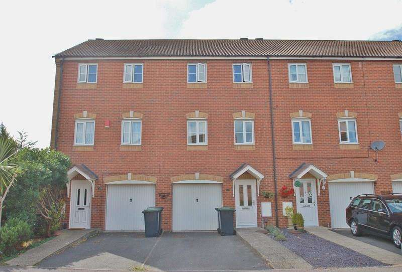 3 Bedrooms Town House for sale in Leander Drive, Priddys Hard, Gosport