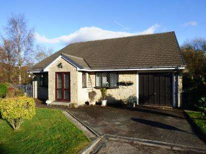 3 Bedrooms Bungalow for sale in Birch Hall Close, Birch Vale, High Peak