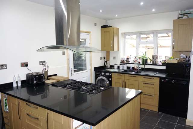 3 Bedrooms Semi Detached House for sale in Woodlands Avenue, Claybrooke Magne, Lutterworth, Leicestershire, LE17