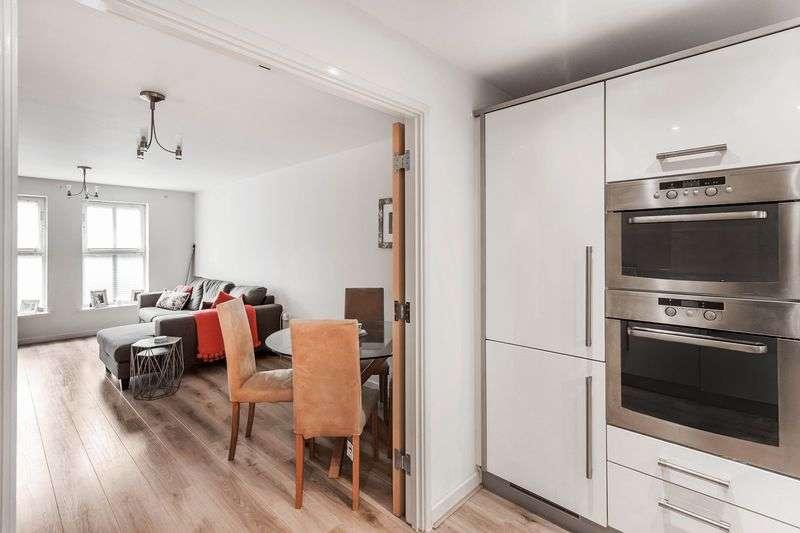 2 Bedrooms Flat for sale in Godstone Road, Caterham