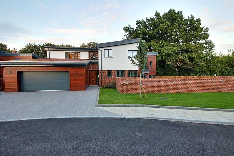 4 Bedrooms Detached House for sale in Holly Bush Lane, Bushey, Hertfordshire, WD23