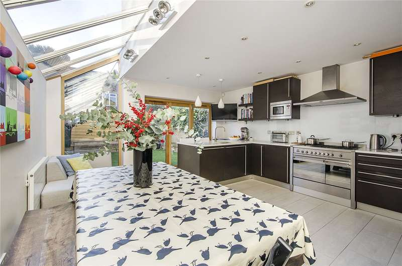 4 Bedrooms Terraced House for sale in Martindale Road, London, SW12