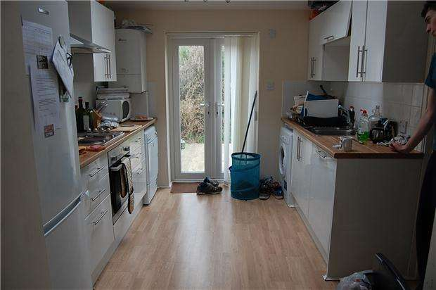 5 Bedrooms Terraced House for rent in Sixth Avenue, Horfield, BRISTOL, BS7 0LT