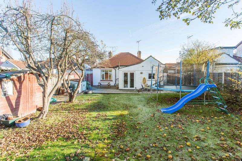 3 Bedrooms Detached Bungalow for sale in Northview Drive, Westcliff-On-Sea
