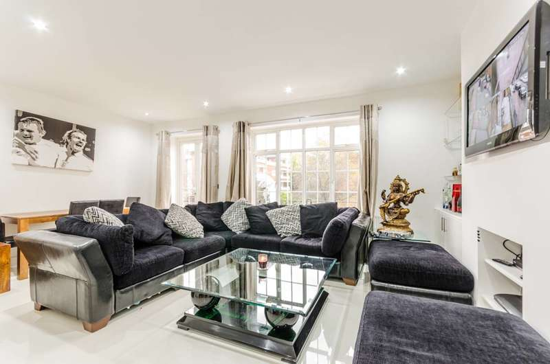 4 Bedrooms Flat for sale in High Road, Chigwell, IG7