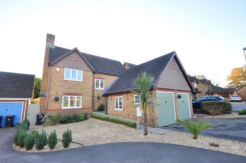 5 Bedrooms Detached House for sale in Ferndown, BH22 9SY
