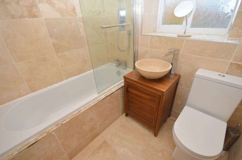 3 Bedrooms Semi Detached House for sale in Bermondsey Grove, Widnes