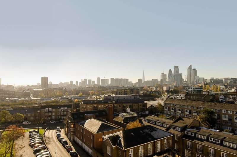 2 Bedrooms Flat for sale in Ramsey Road, Shoreditch, E2