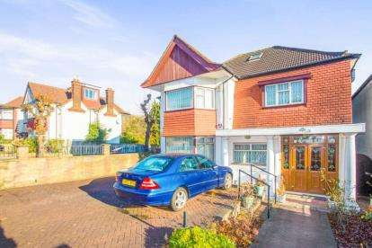 4 Bedrooms Detached House for sale in Allington Road, London