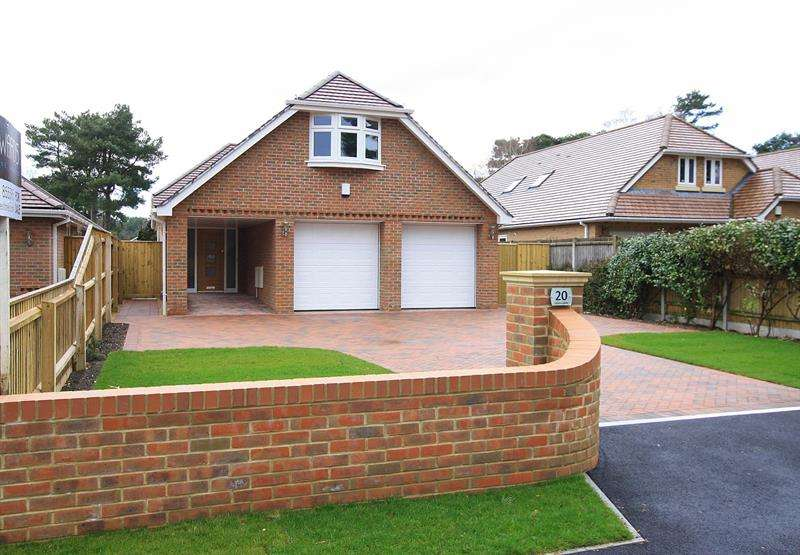 4 Bedrooms House for sale in Lions Lane, Ashley Heath, Ringwood