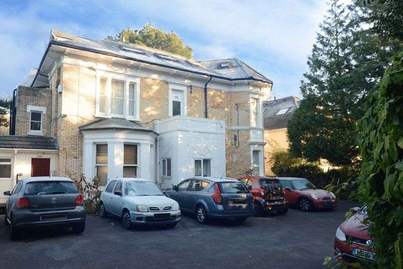 1 Bedroom Flat for sale in Spacious One Bedroom Apartment Currently Let at 750 on Surrey Road in Westbourne