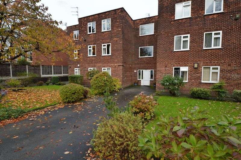 2 Bedrooms Flat for sale in Park Road, Prestwich, Manchester
