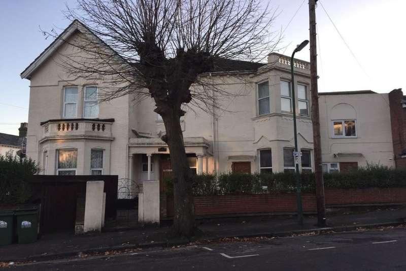 Flat for rent in Denzil Court Denzil Avenue, Southampton, SO14