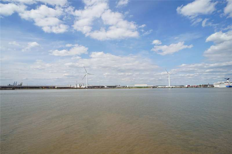 1 Bedroom Flat for sale in Pier Road, Northfleet, Gravesend, Kent, DA11