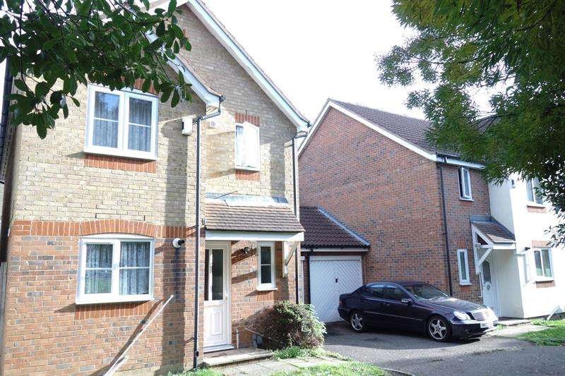 3 Bedrooms Detached House for sale in Fogerty Close, Enfield