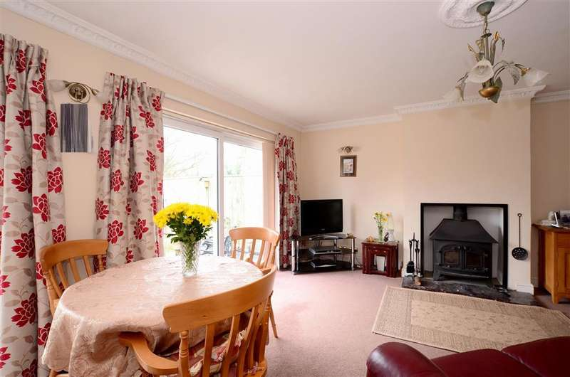 3 Bedrooms Semi Detached House for sale in Wattendon Road, Kenley, Surrey