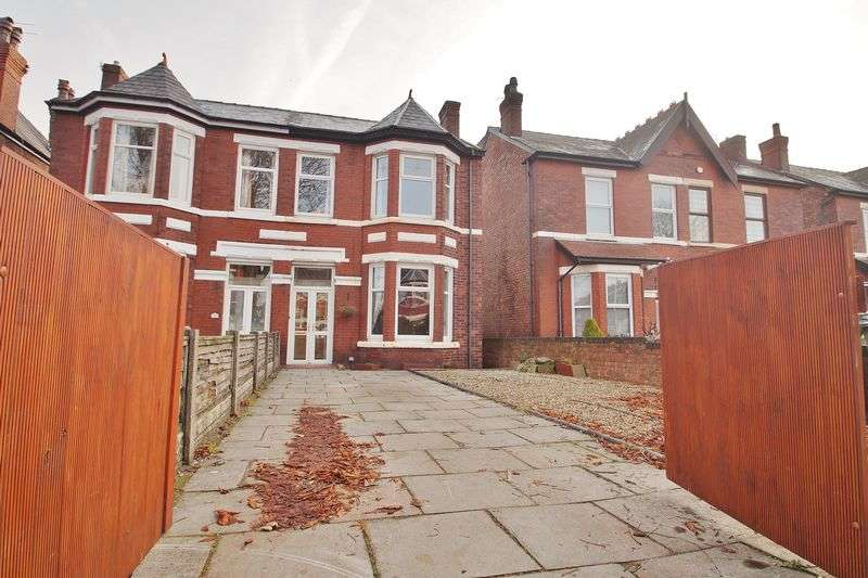 3 Bedrooms Semi Detached House for sale in Curzon Road, Southport