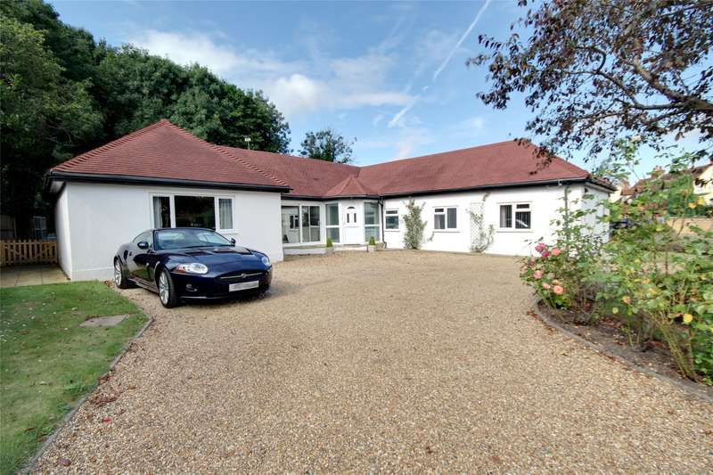 3 Bedrooms Detached Bungalow for sale in Rosemary Lane, Egham, Thorpe, TW20