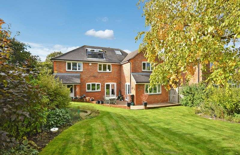 5 Bedrooms Detached House for sale in Wendover
