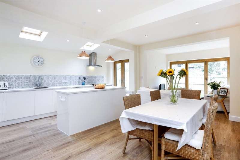 2 Bedrooms Flat for sale in Edgeley Road, London, SW4