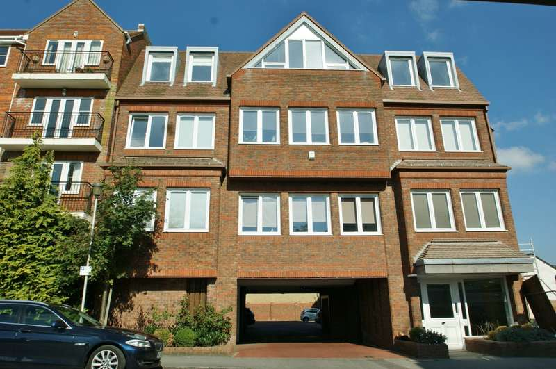 1 Bedroom Flat for sale in Portland House, Station Road, Gerrards Cross, SL9