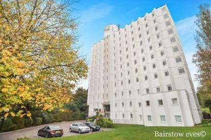 1 Bedroom Flat for sale in Belgrave Road, Wanstead, London