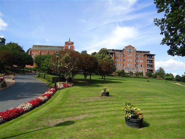 2 Bedrooms Apartment Flat for sale in Chasewood Park, harrow on the Hill