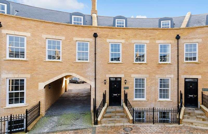 6 Bedrooms Terraced House for sale in Shelley Place, The Colosseum, Newport, Lincoln