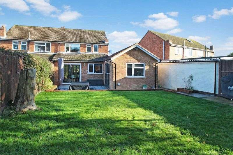 3 Bedrooms Semi Detached House for sale in Holmer Green - Cul de Sac