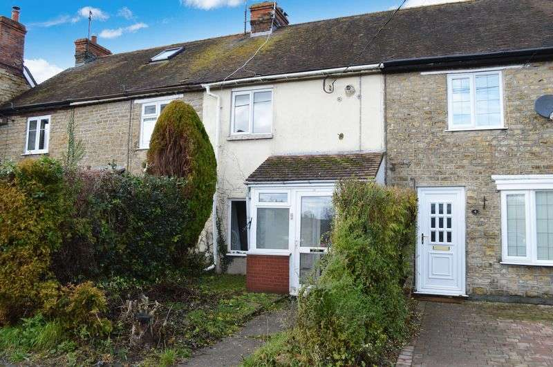 2 Bedrooms Terraced House for sale in Railway Terrace, Gillingham