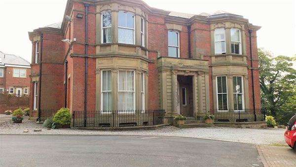 2 Bedrooms Apartment Flat for sale in Woodlands Corner, Blackburn