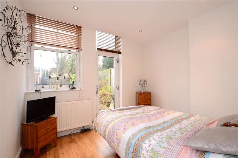 1 Bedroom Ground Flat for sale in Birdhurst Rise, South Croydon, Surrey