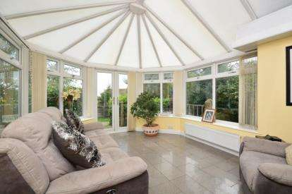 5 Bedrooms Detached House for sale in Barnsley Road, Thorpe Hesley, Rotherham